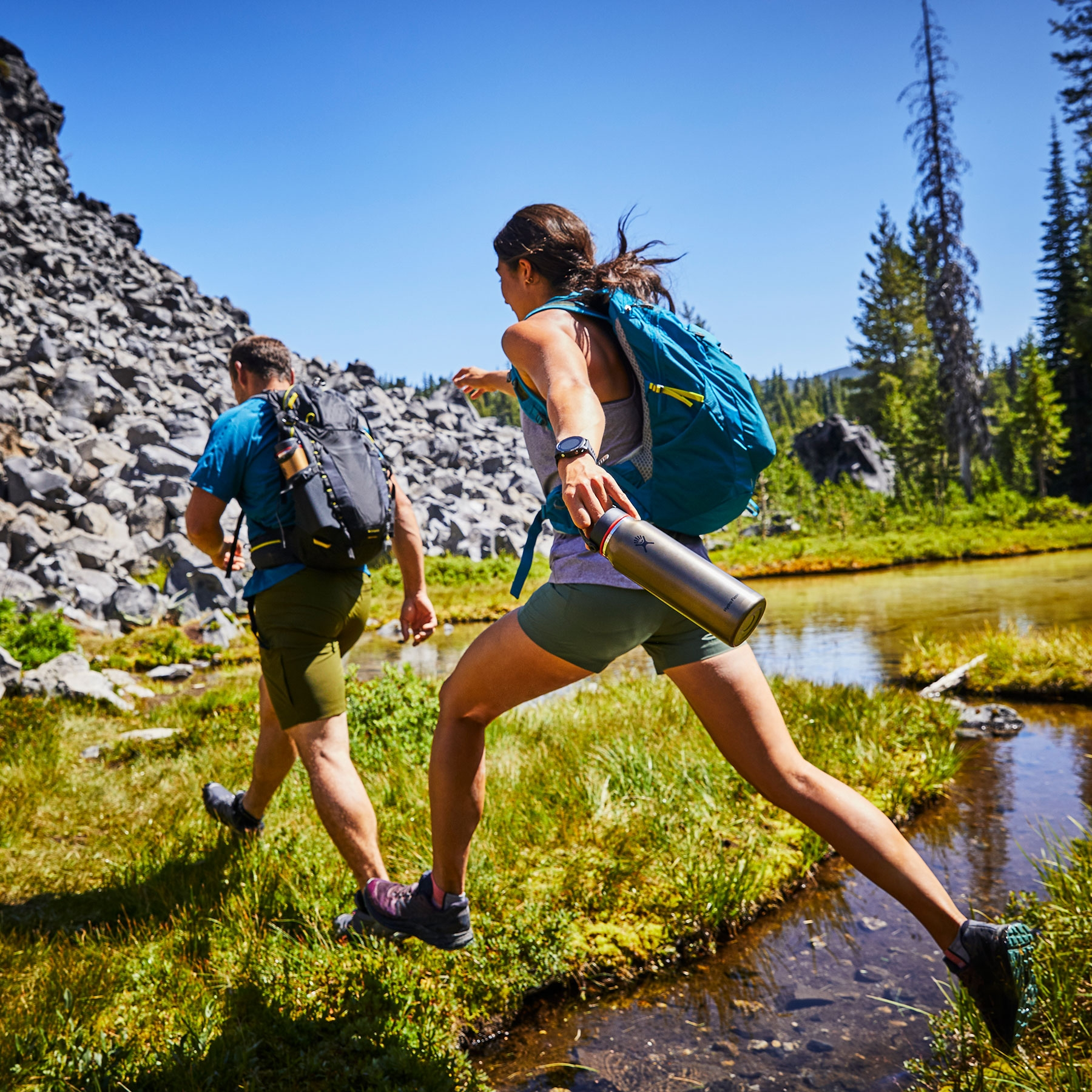32 oz (946 ml) Lightweight Wide Mouth Trail Series™ Lifestyle Image